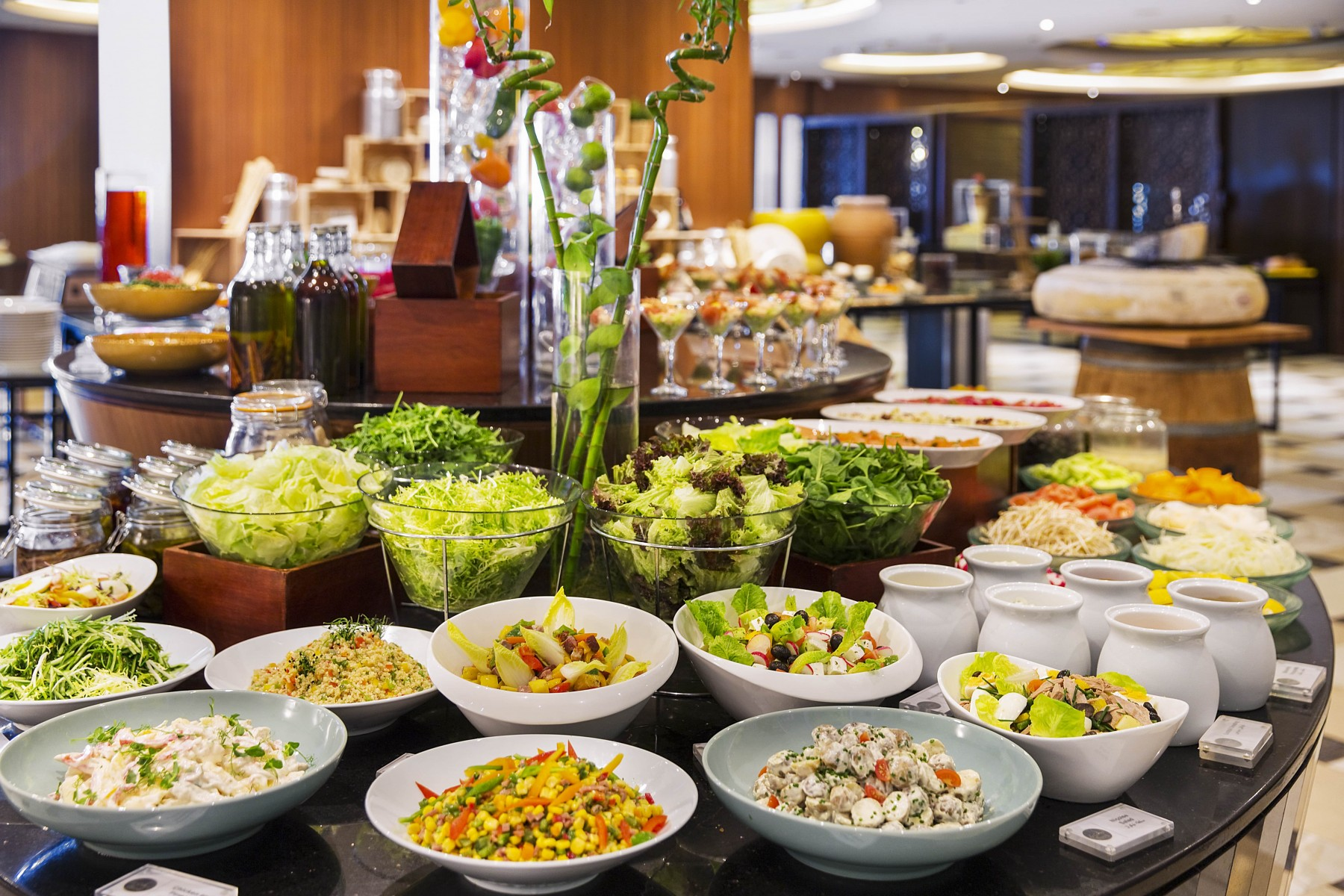 Lunch/Dinner Buffet at Howard Johnson Hotel Bur Dubai